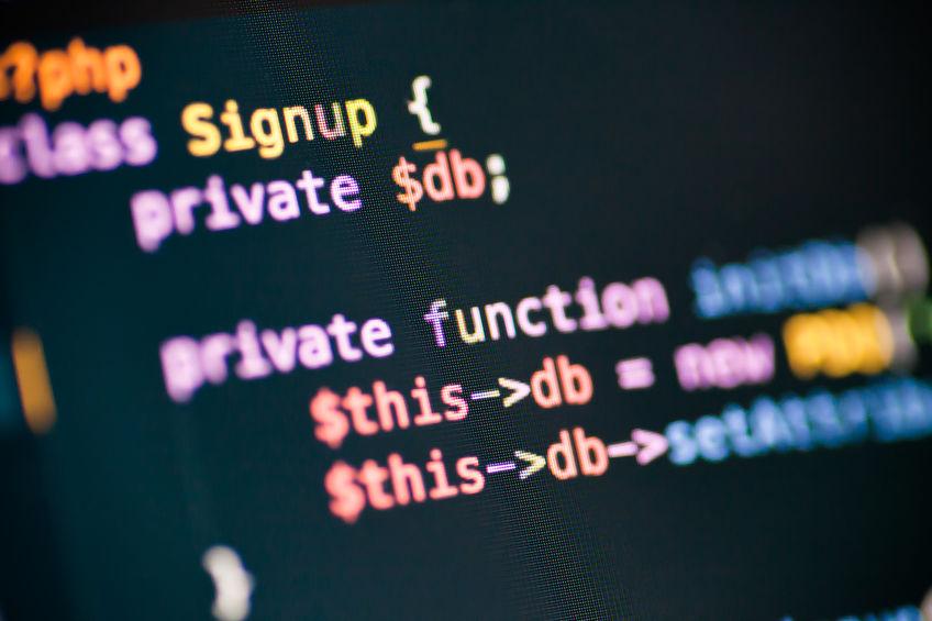 Quellcode auf Computerbildschirm