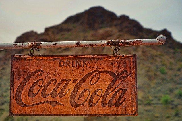 Klassische Aufforderung der Coca Cola Werbung: